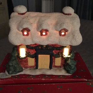 Lighted Porcelain Christmas Snowhouse for Displays